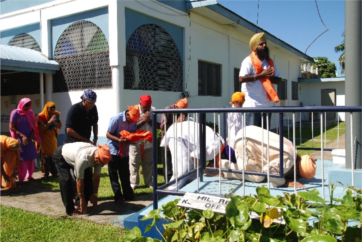 Adorning the Niśān Sahib
